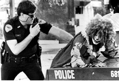 The Clown Thief - Funny Pictures and Images