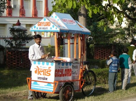 Travelling Ice-cream man - Funny Pictures and Images