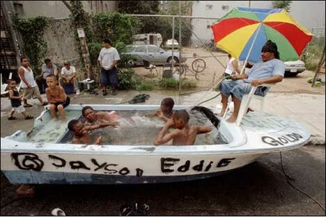 Swimming pool inside a boat - Funny Pictures and Images