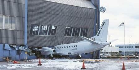 Aeroplane Crash - Funny Pictures and Images